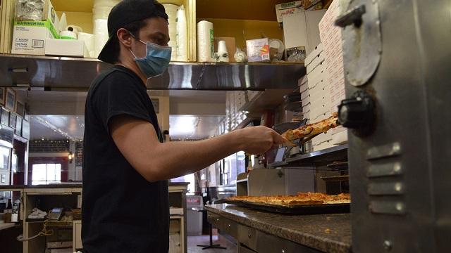 U.S. pizza deliveries could provide gauge of COVID-19 concerns