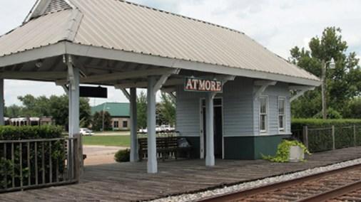 Former Atmore Amtrak train station. (Slpettis, Wikipedia)