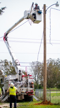 Alabama Power crews worked throughout the Mobile area restoring power Friday following Hurricane Sally. (Dennis Washington / Alabama NewsCenter)