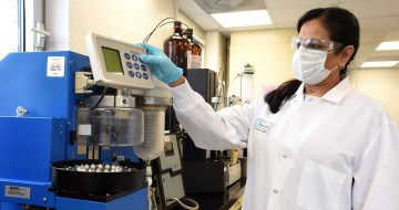 Chemist Vibha Pathak works in a lab at Southern Research. (Mark Almond/The Birmingham Times)