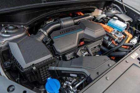 An optional hybrid version of the 2021 Hyundai Santa Fe will be available. (Hyundai)