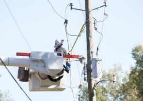 Alabama Power, with assistance from crews from other states and Canada, has restored service to 90% of those who lost it due to Hurricane Zeta. (Wynter Byrd / Alabama NewsCenter)