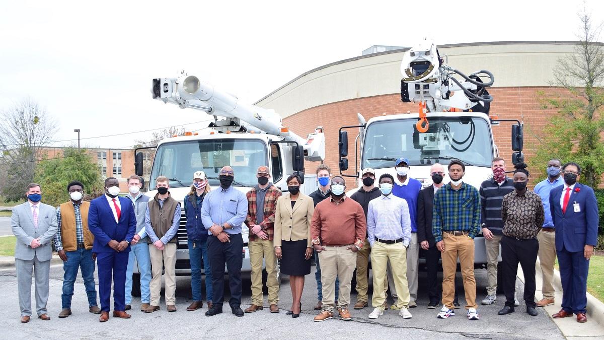 Alabama lineworker training programs graduate spring classes
