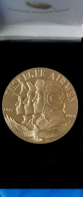 tuskegee-airmen-gold-medal-front