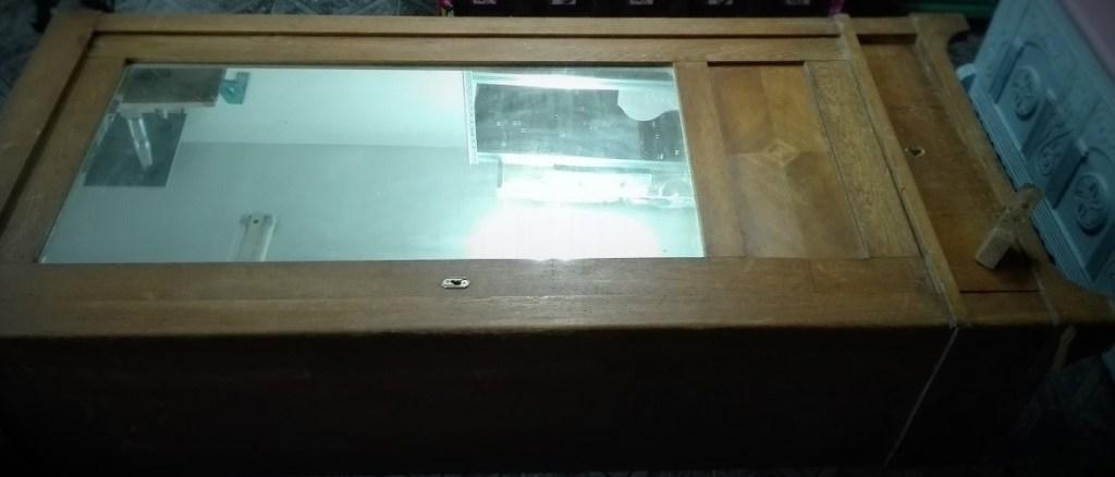 Stara szafa z lustrem do renowacji