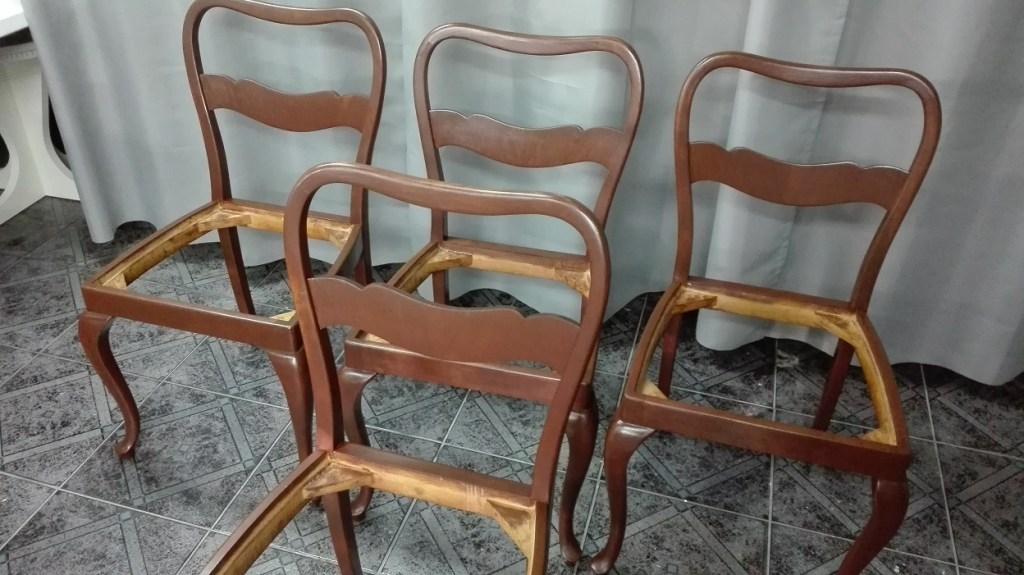 Zmiana koloru krzeseł drewnianych