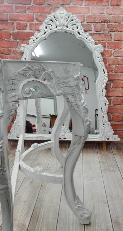 Malowanie mebli na biało z przecierką