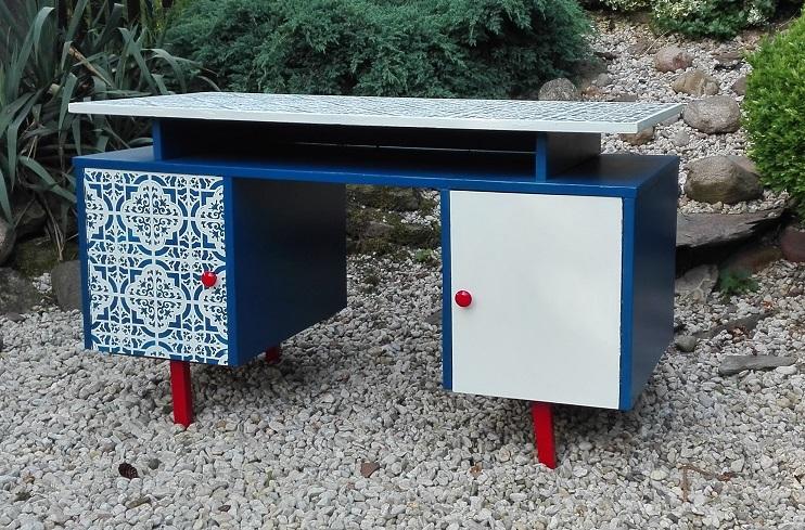 Biurko PRL malowane ręcznie w marokańskie wzory