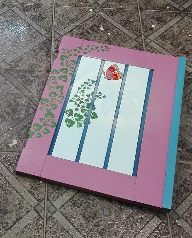 Malowanie komody w motywy roślinne