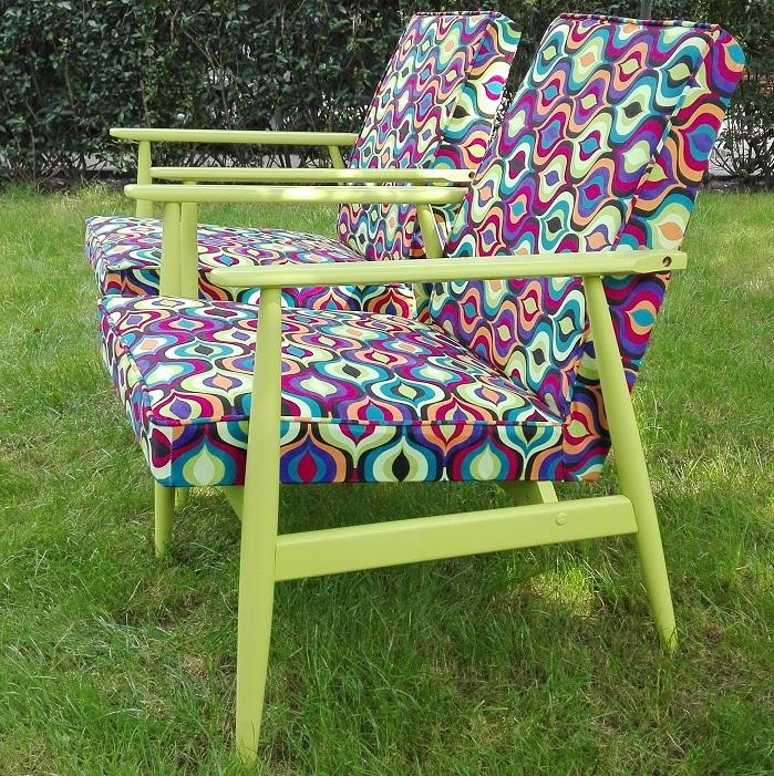 Fotele z kolorową tapicerką