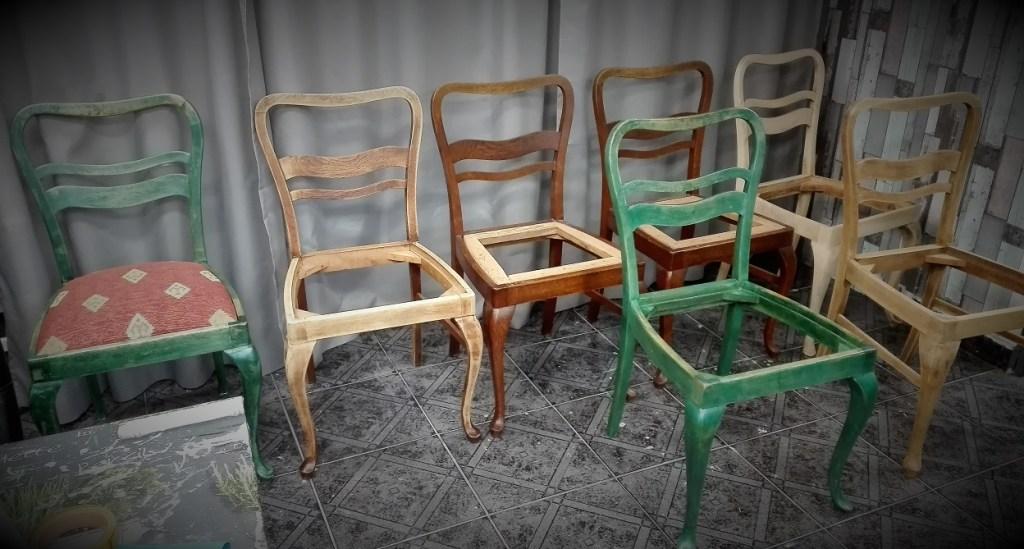 Renowacja starych krzeseł na nóżkach chippendale