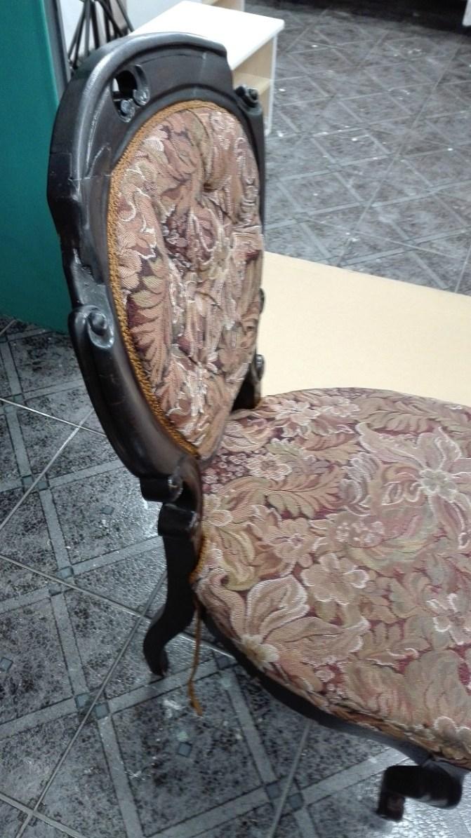 Renowacja krzesła typu medalion