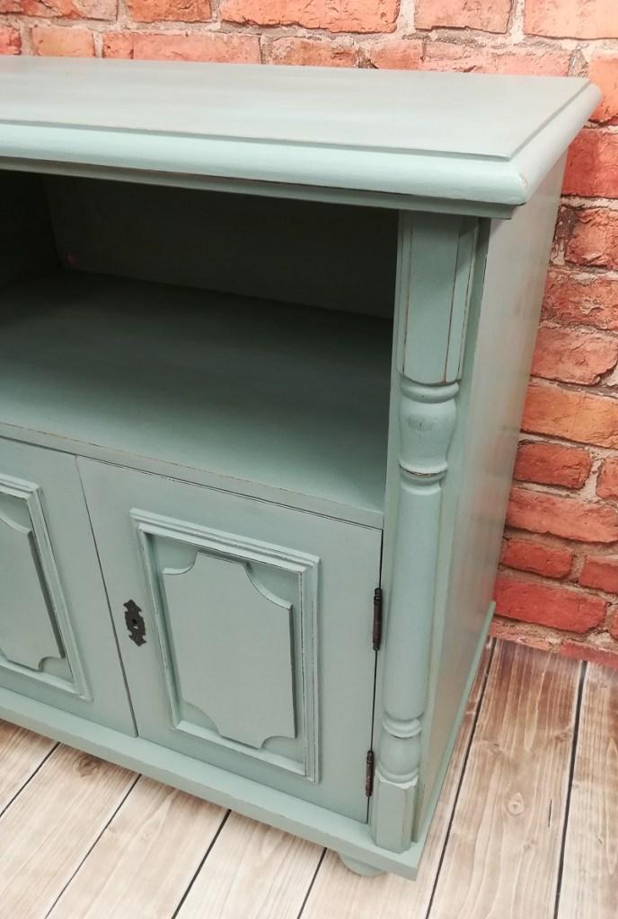 Szałwiowa szafka malowana farbą kredową