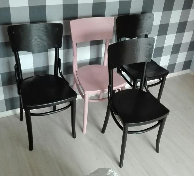 Malowanie krzeseł Thonet na czarno