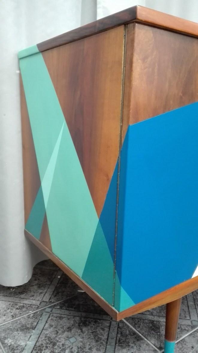 Wzory geometryczne na meblach - malowanie