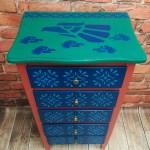 Kolorowe ręcznie malowane meble