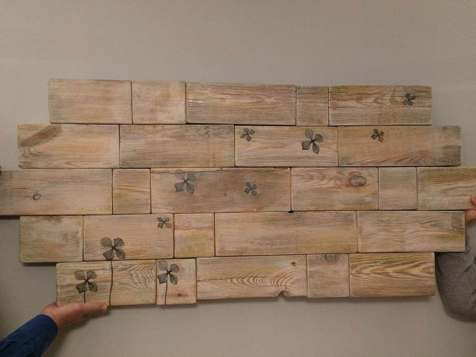 Oryginalna ozdoba na ścianę - cegiełki drewniane