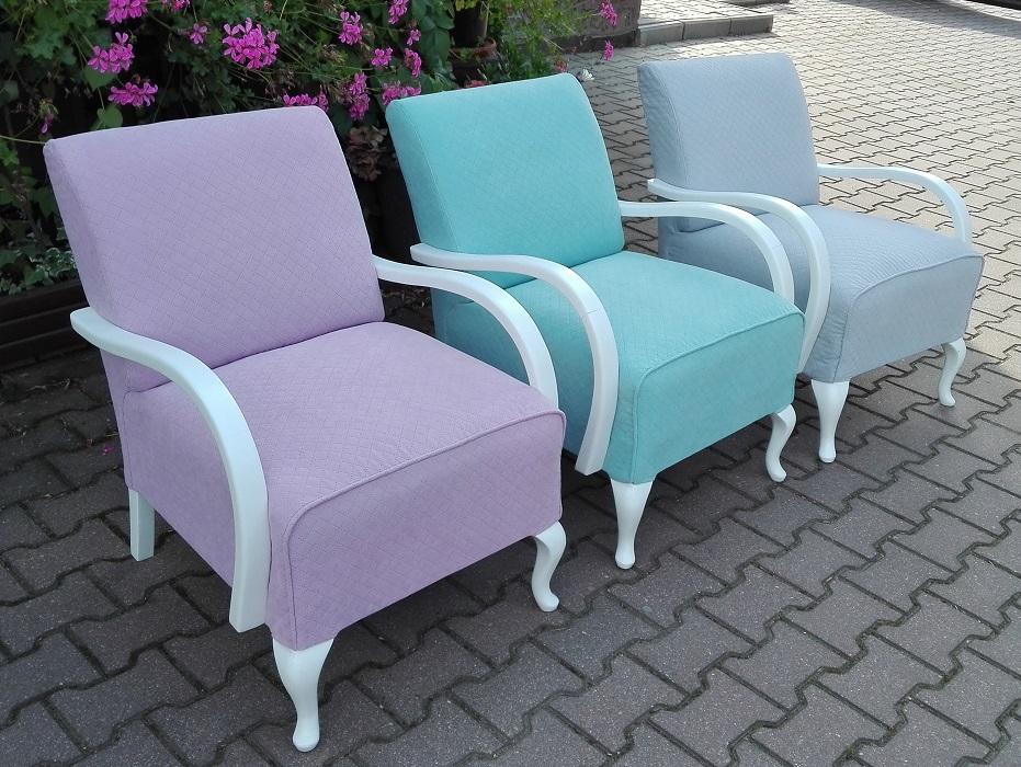Pastelowe meble - fotele po zmianie tapicerki