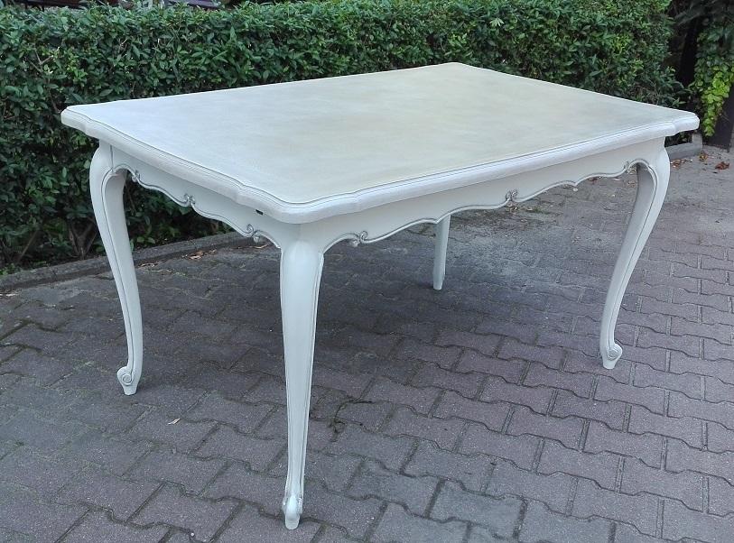 Stylowy stół malowany na biało