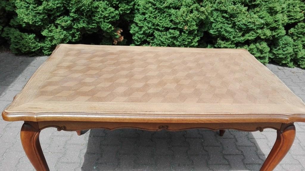 Stół z fornirowanym blatem