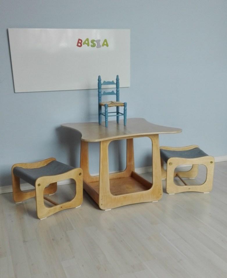 Stolik i dwa krzesełka dziecięce