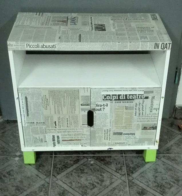 Szafka IKEA STUVA oklejona gazetami