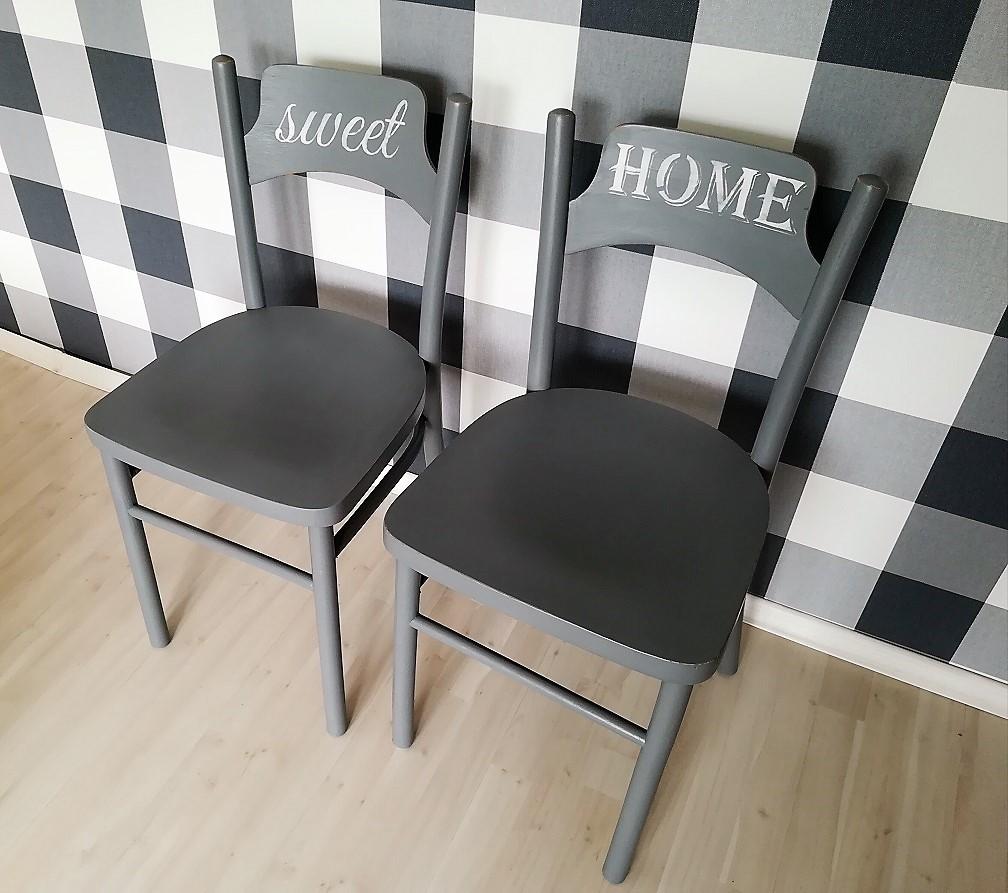 Malowanie krzeseł drewnianych na szaro