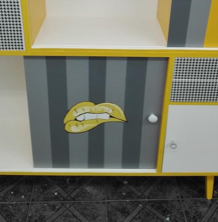 Usta pop art - malowane na froncie mebla