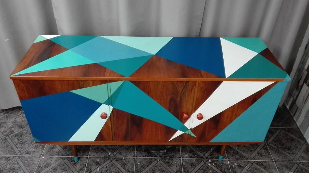 Komoda PRL malowana we wzory geometryczne