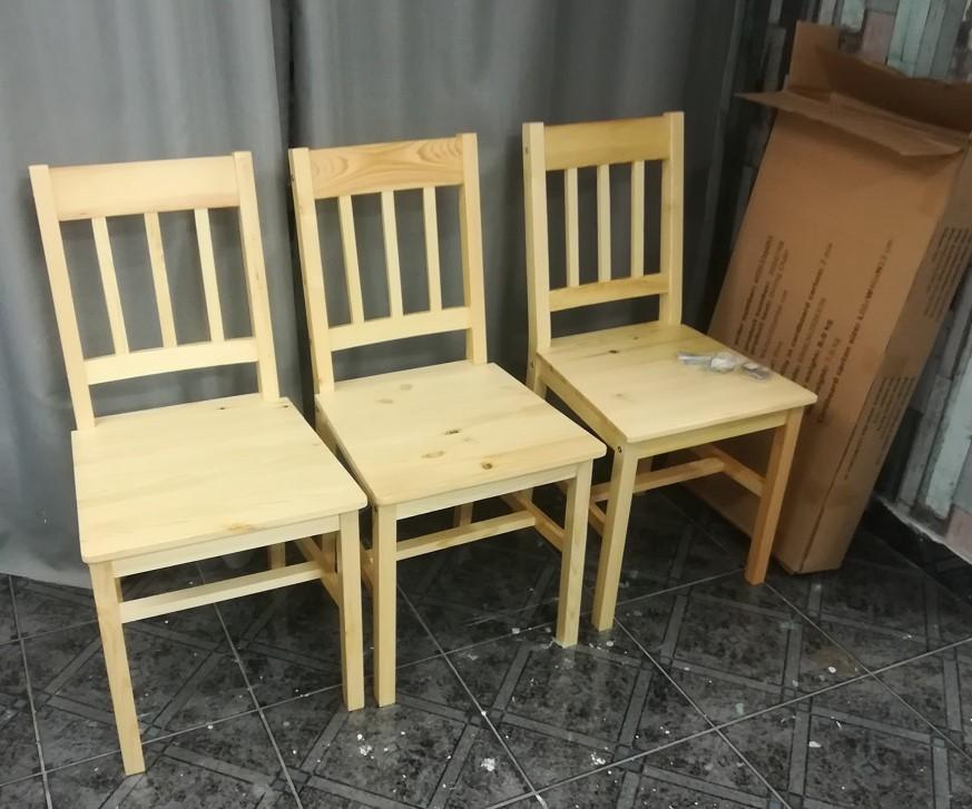 Niedrogie krzesła drewniane z sieciówki