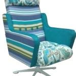 Fotel tapicerowany tkaniną z motywem roślinnym