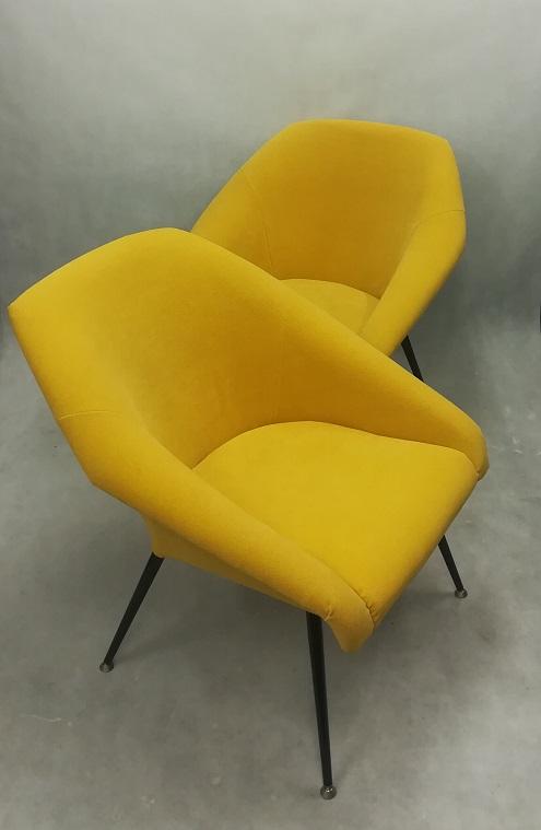 Żółty fotel PRL muszelka odnowiony