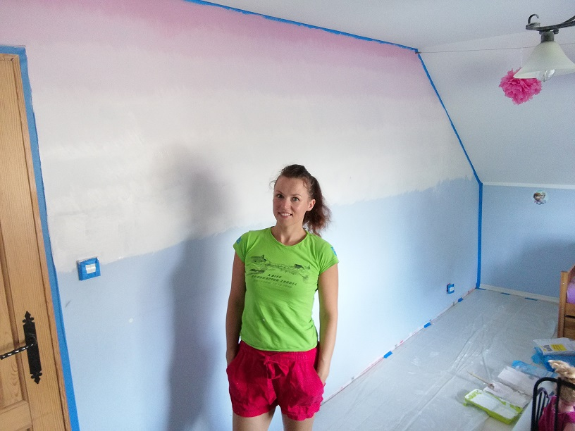 Malowanie ściany z efektem ombre