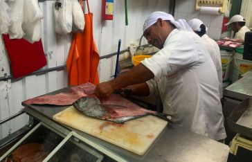 Fishmonger impressing with his knife skills!