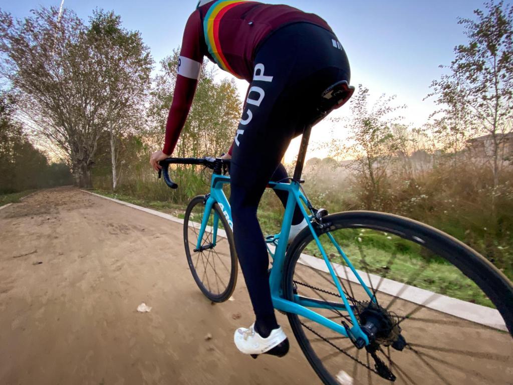 equipación ciclismo invierno gsport acdp a la cola del peloton equipacion barata