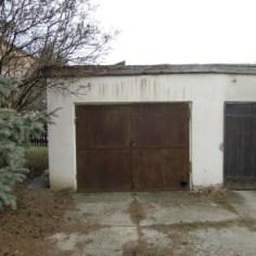 eladó egyedi garázs