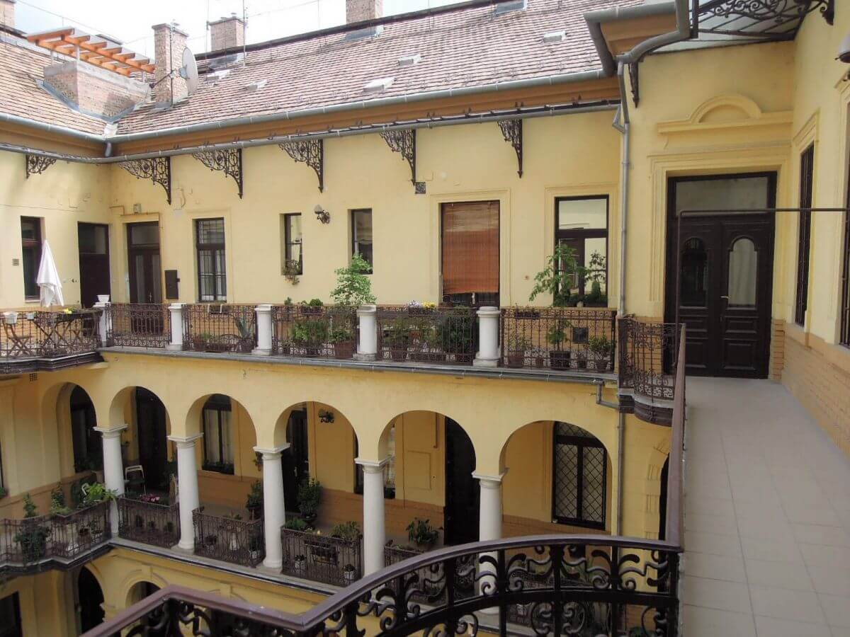 Kiadó-Eladó 4 szobás lakás-Budapest V.ker-Lipótváros-http://alacsonyjutalek.hu/ - Megbízható, megfizethető, minőségi ingatlanközvetítő iroda-tel: 36-30-9843-962