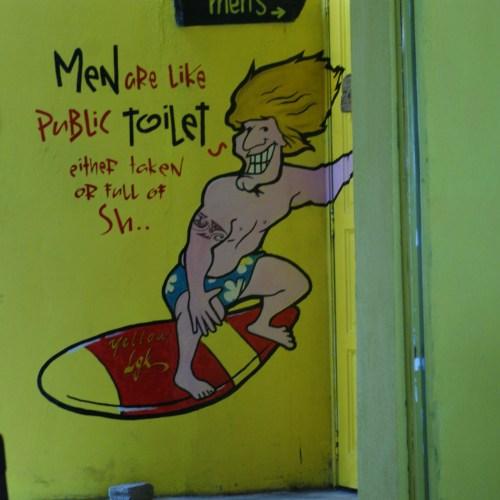 Langkawi WC-hez vezető felirat
