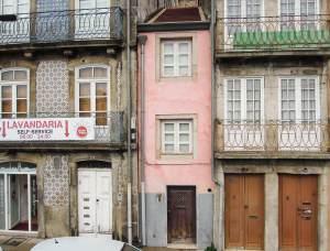 Talán a világon a legkeskenyebb ház Portugália