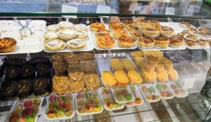portugál cukrászda helyi különlegességekkel