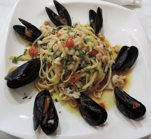 Albánia konyha étel tenger gyümölcsei spagetti