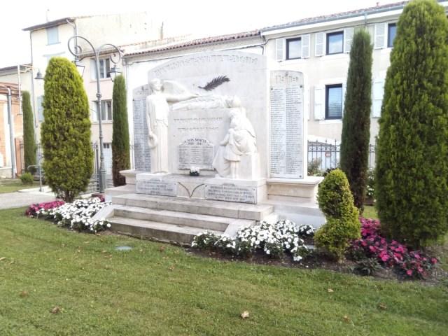 Monumento a los caídos en Revel