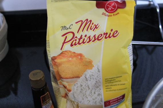 I use gluten-free flour mixes. This is the best you can get in France.