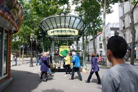 Une entrée de métropolitain dans le plus authentique style Art Nouveau (début XXème)