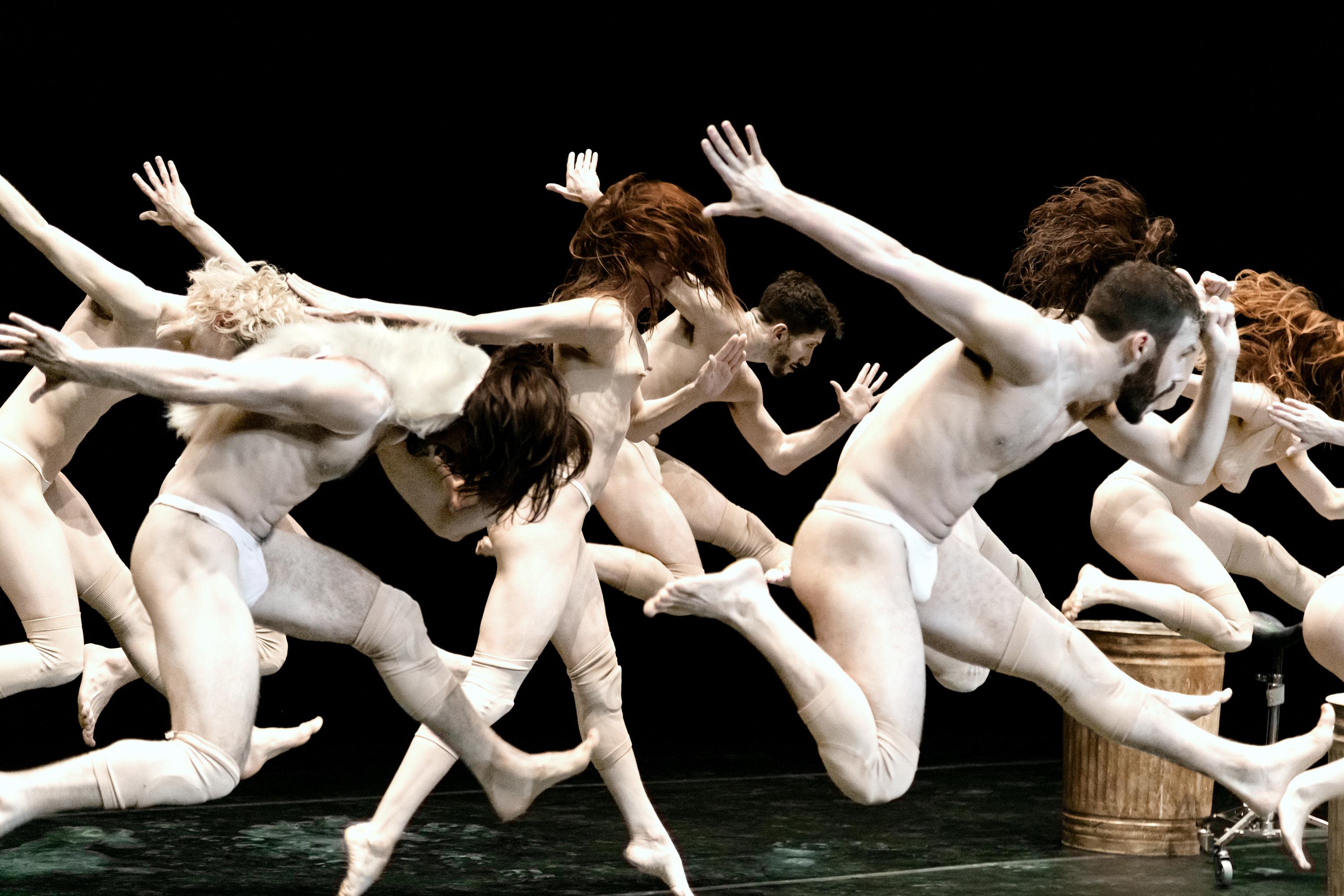 El Festival Cultural de Mayo inicia con un espectáculo de danza inspirado en la pintura El jardín de las delicias