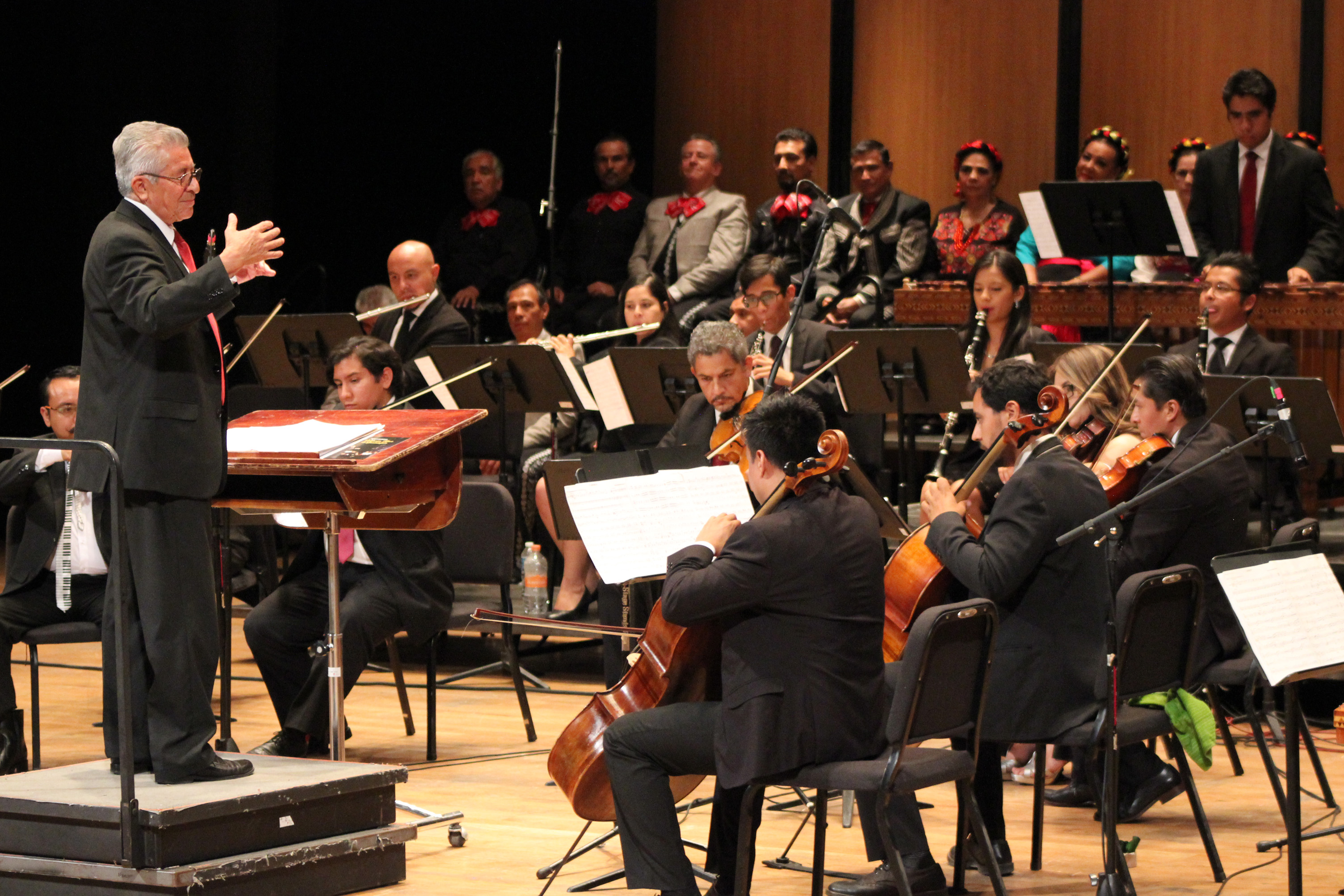 Celebra 39 Aniversario la Orquesta Típica de Guadalajara