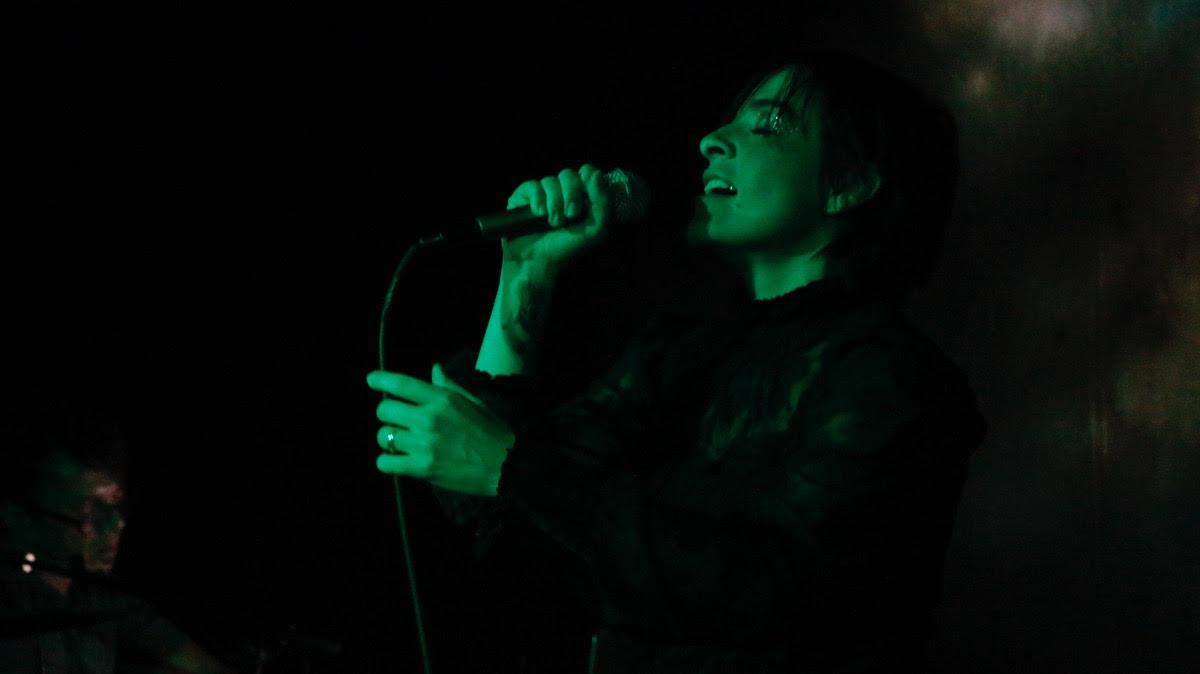 """La banda de rock electrónico Radion estrena el sencillo """"New Room""""."""