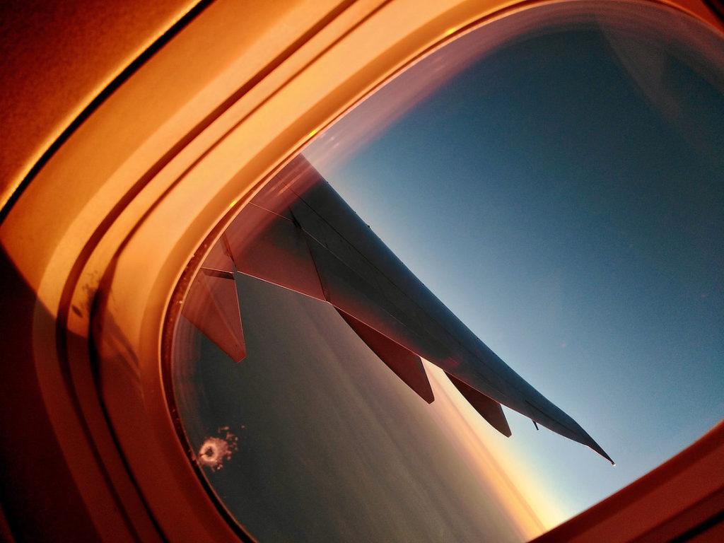 Lever du jour lors du vol retour © Alain Diveu