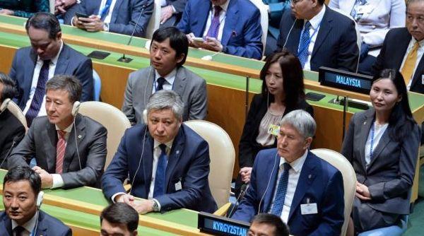 """Алмазбек АТАМБАЕВ: """"Кыргыз ажосунун башына башкалар кашык менен марш ойнобосун!"""""""