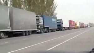 Кыргыз-казак чек арасында 504 автоунаа кезекте турат
